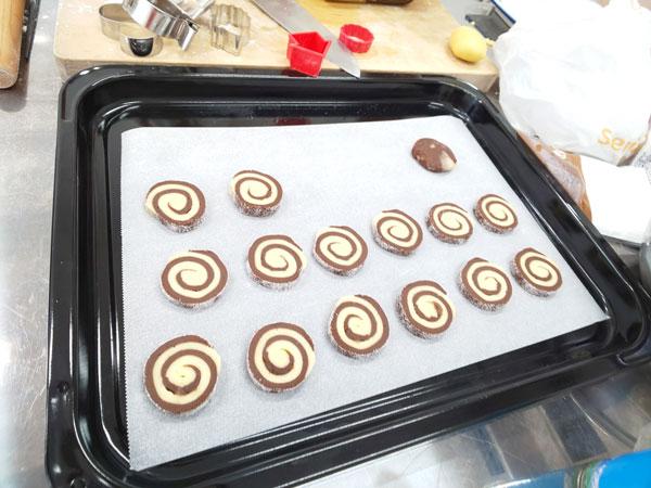 ココア生地との渦巻クッキー